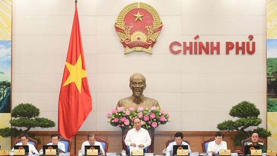 Thủ tướng Nguyễn Xuân Phúc phát biểu phiên họp Chính phủ thường kỳ tháng 9. Ảnh: VGP