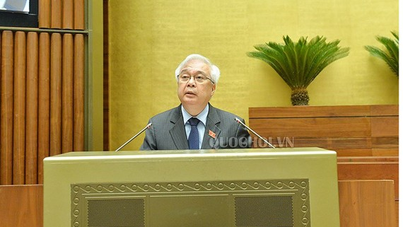 Chủ nhiệm Ủy ban Văn hóa, Giáo dục, Thanh thiếu niên và Nhi đồng của Quốc hội trình bày thẩm tra luật TDTT