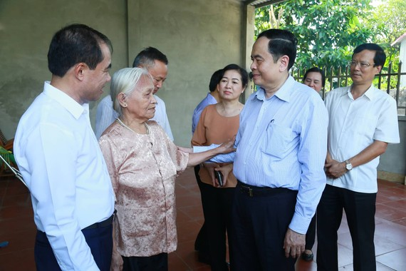 Chủ tịch Ủy ban TƯ MTTQ Việt Nam Trần Thanh Mẫn thăm đối tượng chính sách ở Tuyên Quang