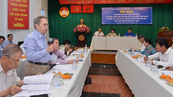 GS.TS Nguyễn Ngọc Giao, Chủ tịch Liên hiệp các Hội Khoa học kỹ thuật TPHCM góp ý đề án thu hút nhân tài cho TPHCM. Ảnh: VIỆT DŨNG