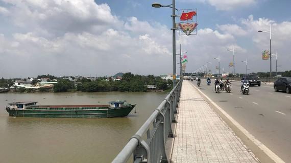 Cây cầu nơi chị T. gieo mình xuống sông Đồng Nai. Ảnh: ĐAN NGUYÊN