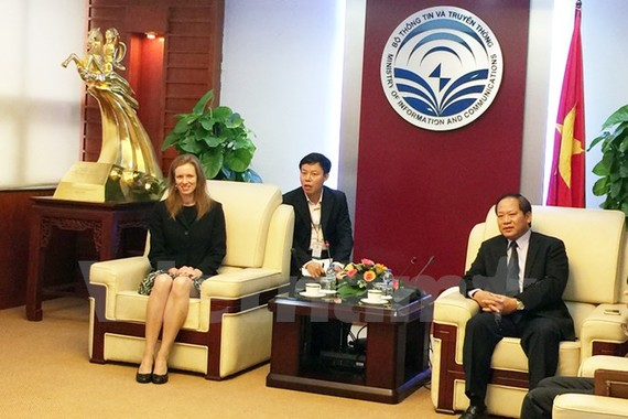 Minister of Information and Communications Truong Minh Tuan and Facebook's head of global policy management Monika Bickert discuss how to purify Facebook in VN (Photo: Vietnamnews)