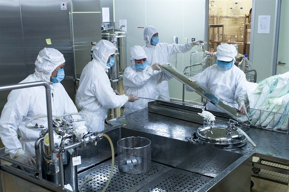 POLYVAC staff work on producing a measles-rubella vaccine. — Photo courtesy of Japan International Co-operation Agency