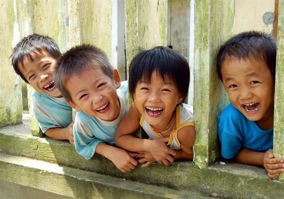 Keep the smiles on chilren's faces. (Photo: VNA)