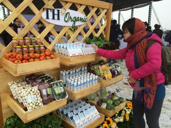 Organic products are displayed at a fair(Photo: VNA)