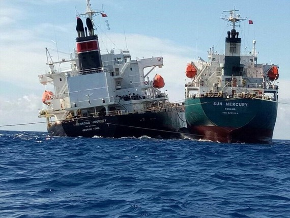 The Caymanian ship and the Panamanian oil tanker (Photo: SGGP)