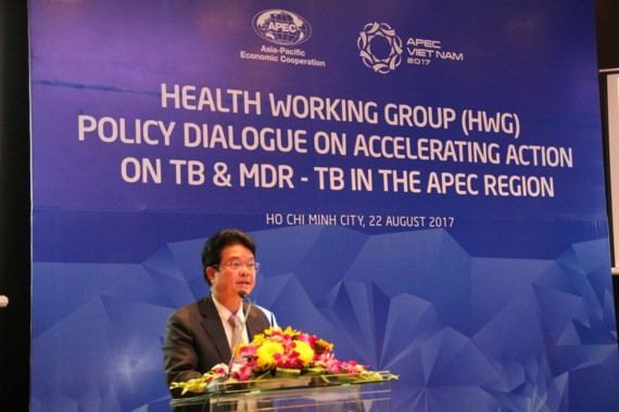 Deputy Minister of Health Pham Le Tuan speaks at the meeting (Photo: SGGP)