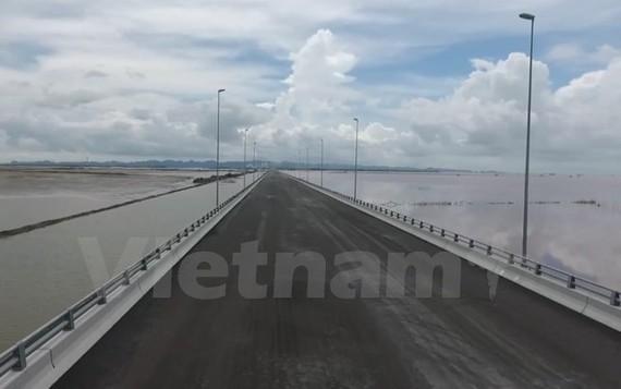 Tan Vu-Lach Huyen bridge, the country's longest cross-sea bridge, will be opened to traffic on National Day. (Photo: VNA)