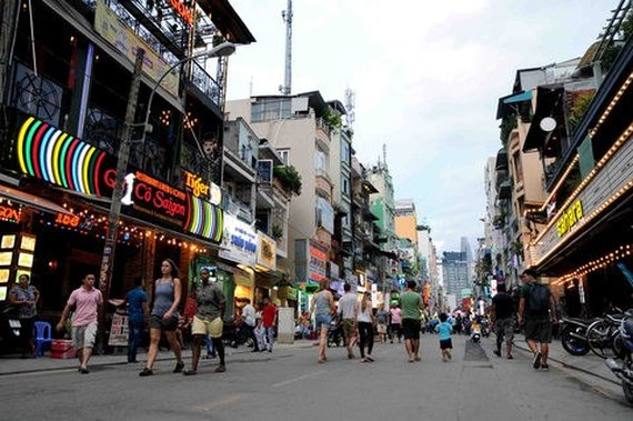 Tourists visiting Bui Vien walking street, District 1, HCM City. (Source: english.vietnamnet.vn)