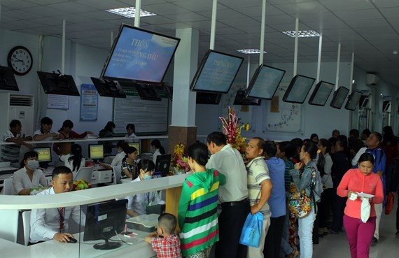 Peple register to see doctors at Thu Duc Hospital (Photo: SGGP)