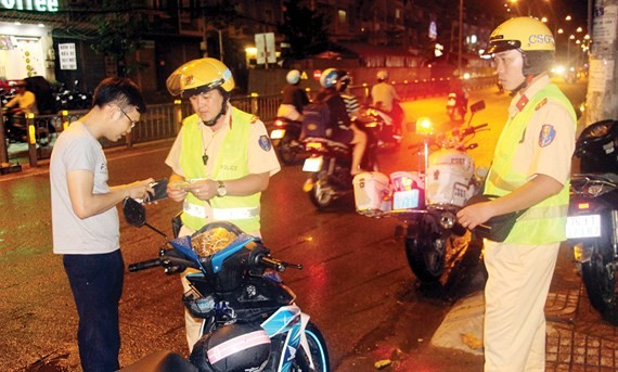 HCMC police launch traffic safety program to maintain order