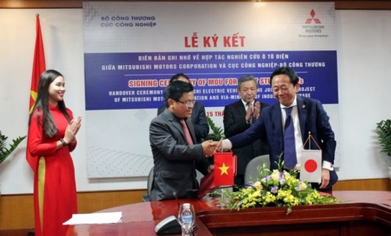At the signing ceremony (Photo http://www.nhadautu.vn)