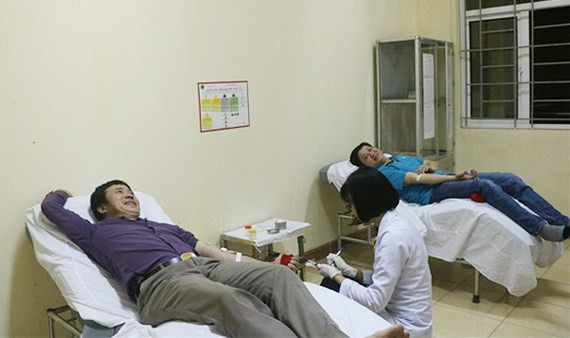 Two men cross 200km to donate rare blood for saving patient