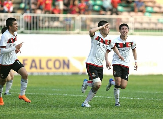 vLee Ing Yu (centre) raised the score to 2-1 for the Korean footballers (Photo: vtc.vn)