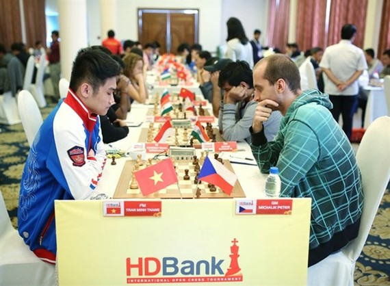 Tran Minh Thang (left) is seeded No 4 at the Asian Youth Chess Championships' U18 class (Photo: VNA)
