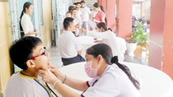 Inter-inspectors check medical activities in schools