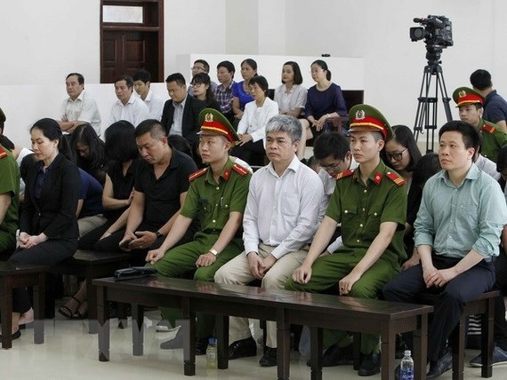 Former Chairman of the Board of Directors of OceanBank Ha Van Tham (first, right) and former  General Director of OceanBank Nguyen Xuan Son (third, right) at the appeal trial (Photo: VNA)