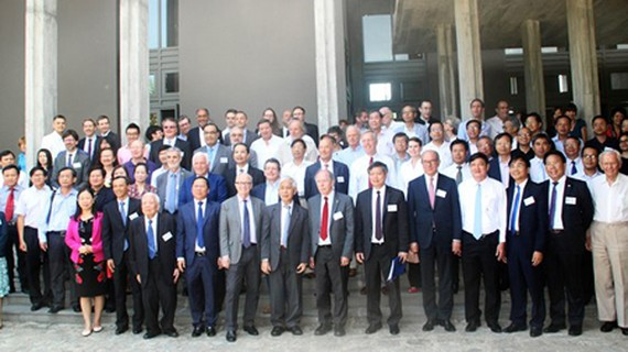 Scientists and visitors participating in the conference 'Science for Development'. Photo by Ngoc Oai