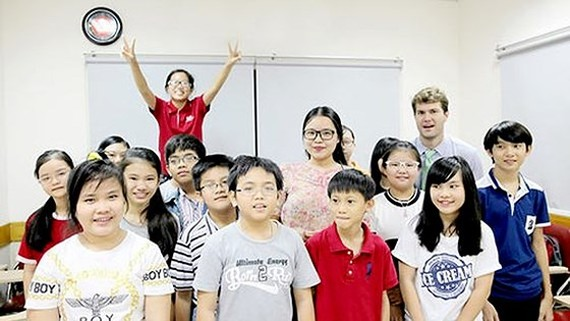 Learners and teachers of VUS - a famous foreign language in HCMC (Photo: SGGP)