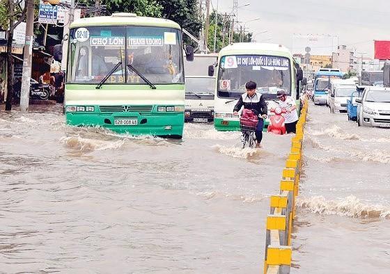 HCMC looks to raise funding for anti-flooding task