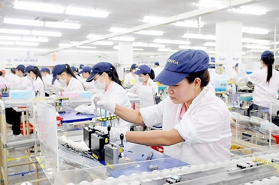 Foreign investors pour capital into 17 industries and fields; of these, the manufacturing and processing sector attracted most with a total registered capital of $9.63 billion -Photo: Cao Thang