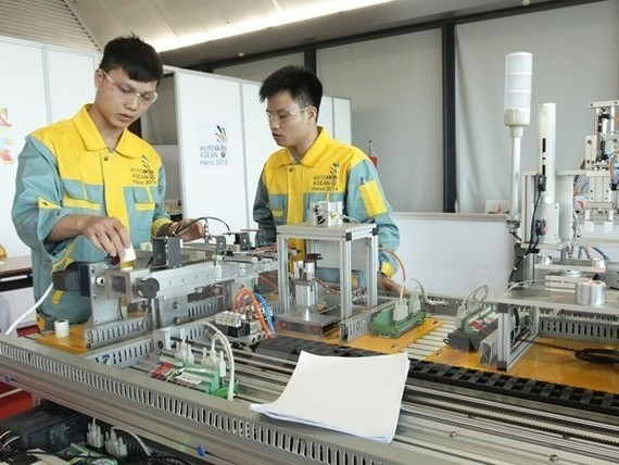 Vietnamese workers at the 12th ASEAN Skills competition (Photo: VNA)