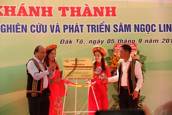 Prime Minister Nguyen Xuan Phuc attended the grand opening ceremony R&D Center for Ngoc Linh ginseng