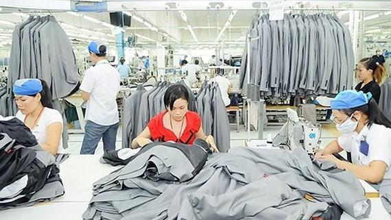 Vietnamese women averagely earn 33 percent less than male peers
