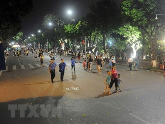 The pedestrian zone around Hoan Kiem Lake in downtown Hanoi (Photo: VNA)