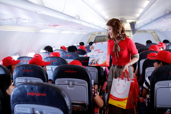 VietjetAir debuts first flight connecting Nha Trang - Da Nang