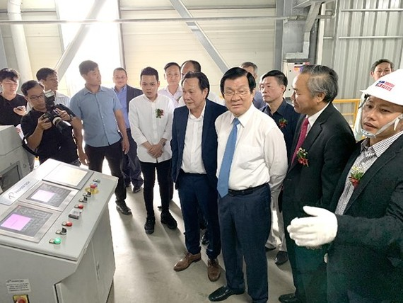 Fully automatic animal feed plant operates in Long An