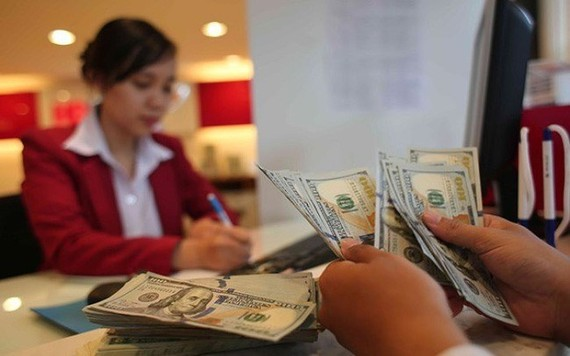 Outstanding foreign currency loans among local banks is estimated at nearly $300 trillion ($12.76 billion ) (Photo: cafef.vn)