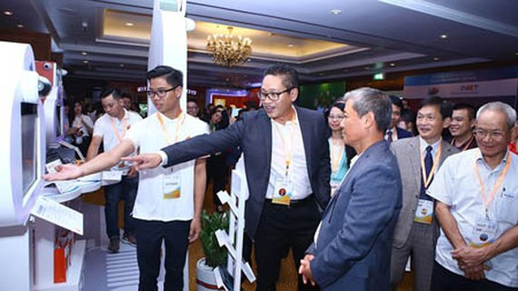The conference and exhibition Internet Day 2018 organized by the Vietnam Internet Association (VIA) yesterday in Hanoi. Photo by VGP