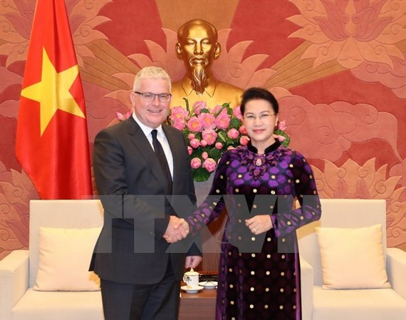 National Assembly Chairwoman Nguyen Thi Kim Ngan (R) and Australian Ambassador Craig Chittick (Source: VNA)