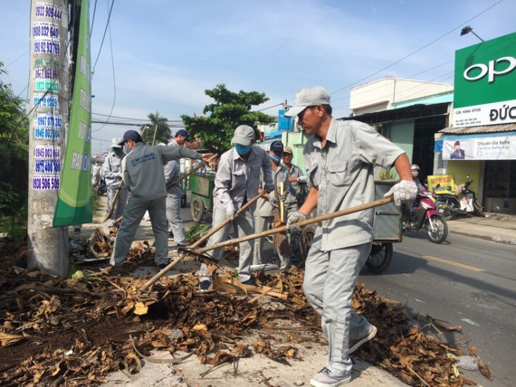 Crowded people join the environmental activity