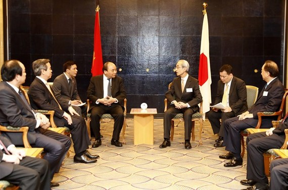 Prime Minister Nguyen Xuan Phuc meets with representatives of major Japanese enterprises on June 5 (Photo: VNA)