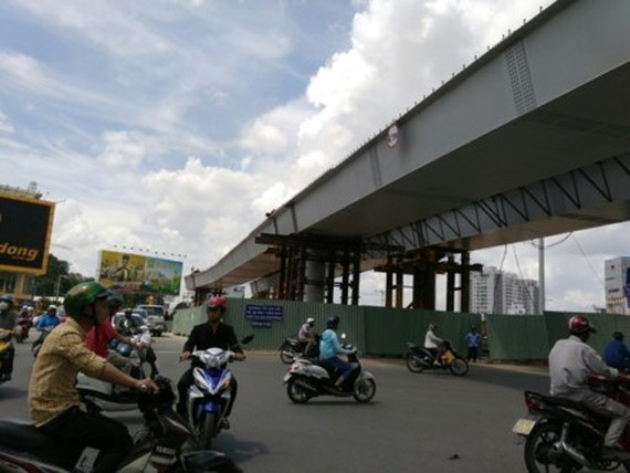 New two flyovers approaching into Tan Son Nhat Airport will be put into the operation.