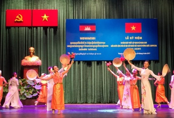 Ceremony marks establishment of diplomatic ties between Vietnam and Cambodia