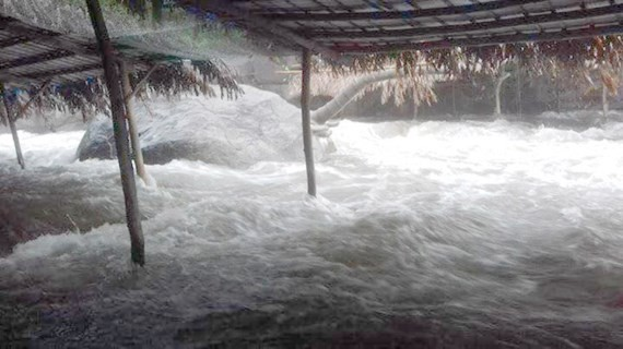 Flashflood accidentally happens in Suoi Voi (Elephant stream)