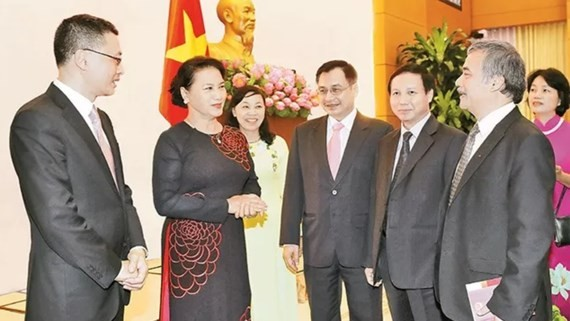 Vietnamese National Assembly Chairwoman Nguyen Thi Kim Ngan and heads of representative offices abroad for the period of 2017- 2020. (Photo: VNA)