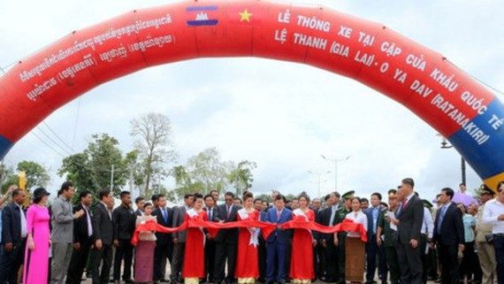 The inauguratation ceremony of Le Thanh (Gia Lai province)- Oyadav (Ratanakiri province) border gate route.