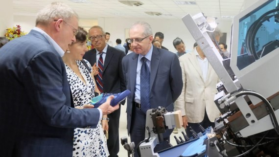 Italian enterprises visit Vietnam- Italy Footwear Technology Center