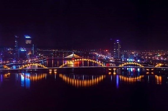Popular sites in Hanoi, Hai Phong, Da Nang, Can Tho and Ho Chi Minh City will be lit up simultaneously on the night of August 8 to mark the 50th anniversary of the Association of Southeast Asian Nations (ASEAN) (Source: VNA)
