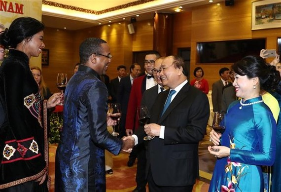 Prime Minister Nguyen Xuan Phuc and foreign guests at the event (Photo: VNA)