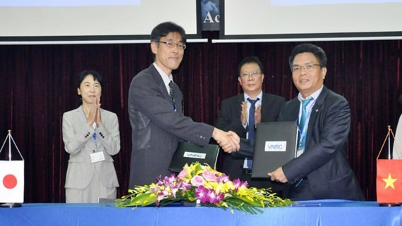 Leaders of VNSC and JAXA co- sign  a cooperation agreement on satellite data share
