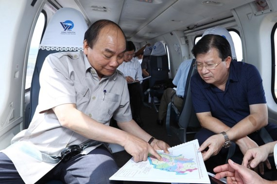 Prime Minister Nguyen Xuan Phuc (L)  inspects climate change impact in Mekong Delta region by helicopter