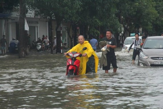 Downpour sweeps through Nghe An and Thanh Hoa