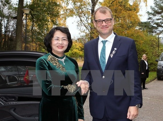 Vice President Dang Thi Ngoc Thinh (L) and Prime Minister of Finland Juha Sipila (Source: VNA)