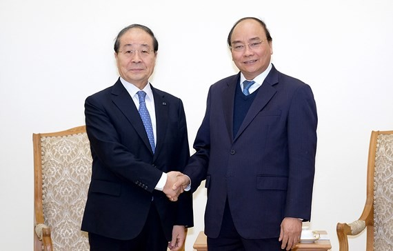 Vietnamese Prime Minister Nguyen Xuan Phuc (R) and Chairman of the Republic of Korea and Vietnam Friendship Association and President of Panko Group Choi Young Joo (Photo: GVP)