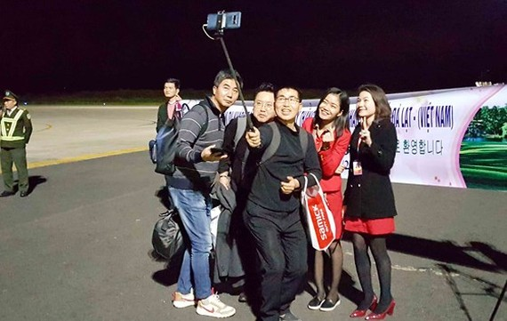 First passengers pose photos at Lien Khuong Airport